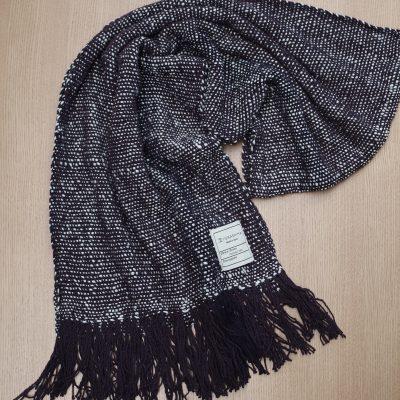 手つむぎ・手織りのストール Standard(漆黒+生成)