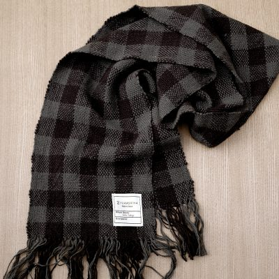 手つむぎ・手織りのストール Check 2(消炭色+漆黒)