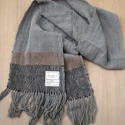 手つむぎ・手織りのストール Border(灰色+漆黒+代赭色)